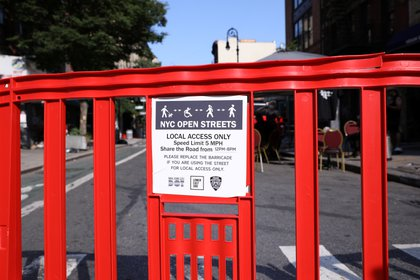 Las autoridades, además, cerraron calles para que haya más espacio para mantener la distancia social recomendada