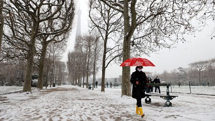 Thirty-two departments, including Paris and the entire Ile-de-France, are on snow alert by the Meteo-France service (Ludovic MARIN / AFP)