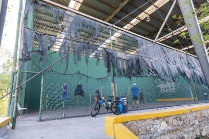 Cancha de frontenis en la Ciudad Deportiva (Foto: Omar Saucedo).