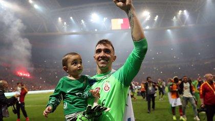 Fernando Muslera, arquero del Galatasaray donde juega hace nueva año. El uruguayo está en el radar de Boca (EFE)