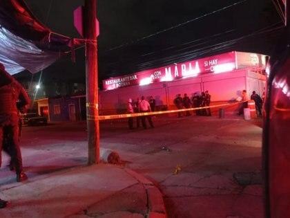 Un hombre muerto y dos lesionados fue el saldo de un ataque armado en un restaurante en la colonia Los Paraísos, en León, Guanajuato (Foto: Especial)