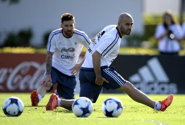 """""""Tiene que estar"""", advirtió sobre la posibilidad de que Mascherano no sea convocado para el Mundial (AFP)"""