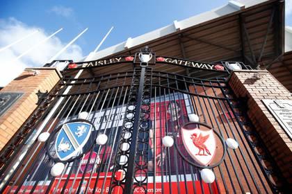 Anfield, la casa del Liverpool, cerrado por el parate en el fútbol inglés (Reuters/Jason Cairnduff)