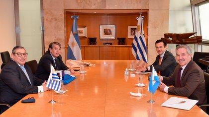 Felipe Solá recibió al nuevo embajador del Uruguay en la Argentina, Carlos Enciso