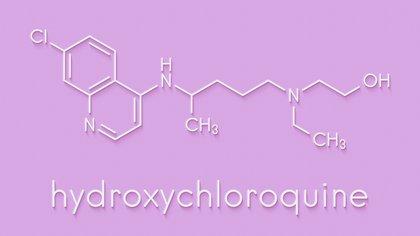 La hidroxicloroquina es un fármaco que se utiliza para el tratamiento de la malaria y que a principios de la pandemia, en el mes de marzo, demostró que tenía actividad contra el coronavirus en el laboratorio