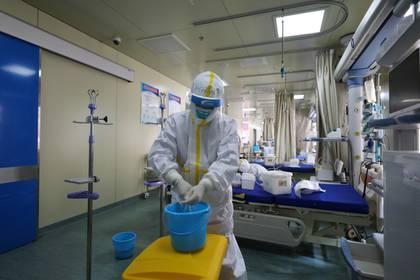 Así desinfectan los hospitales de Wuhan, epicentro del coronavirus