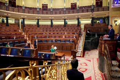 Pedro Sánchez, ante un Congreso prácticamente vacío (Reuters)