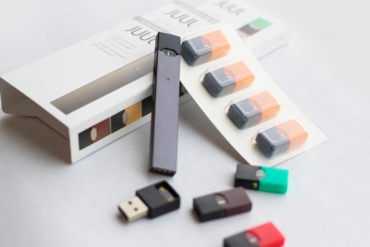El dispositivo administra la droga de manera más eficiente que un cigarrillo, según una investigación académica emergente sobre la fórmula de Juul y los documentos de patente de la compañía