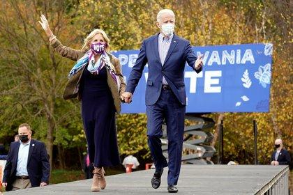 Joe Biden junto a su esposa Jill durante la campaña electoral