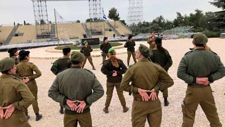 """""""I"""" habla durante un entrenamiento en 2018 de un peloton de soldados cristianos"""