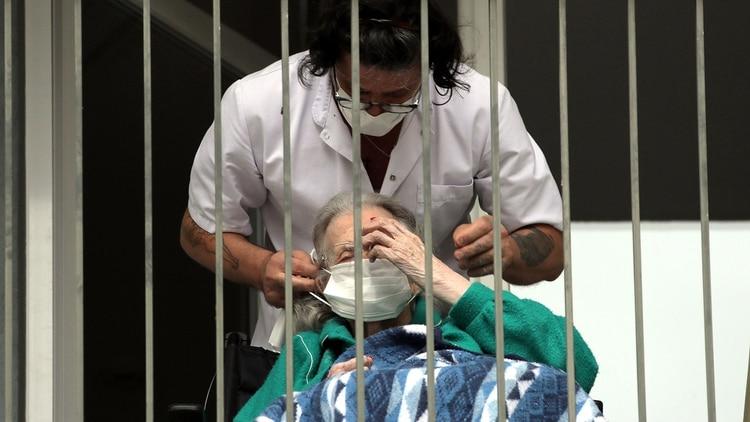 En Europa la mitad de las víctimas de Coronavirus eran personas mayores que vivían en geriátricos (Reuters)