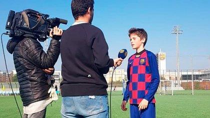 Zurdo, de 13 años y admirador de Piqué: quién es el único futbolista de origen argentino que juega en las inferiores del Barcelona y es seguido por la Selección