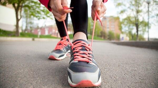 Los beneficios de caminar no son solamente físicos, sino también psicológicos (iStock)