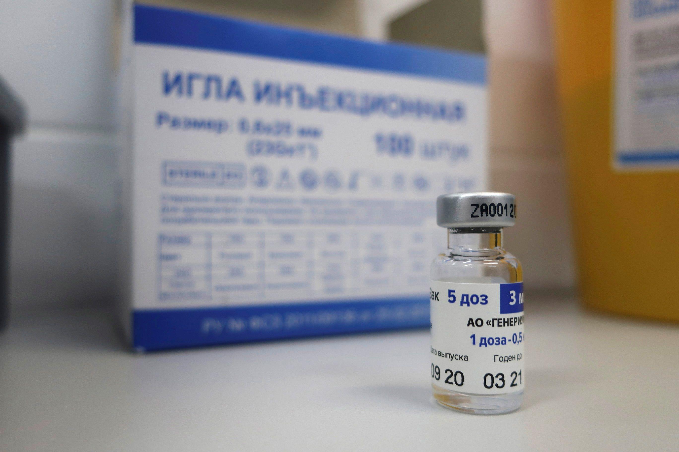 El desarrollador ruso informó que la vacuna Sputnik V es efectiva ante la nueva cepa del coronavirus detectada en el Reino Unido (EFE/ Ignacio Ortega)