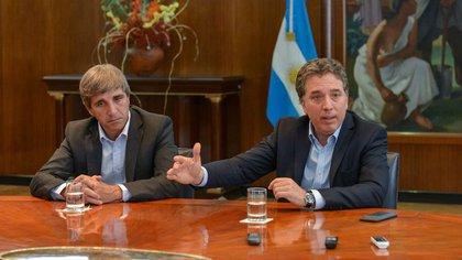 Los ministros Luis Caputo y Nicolás Dujovne.