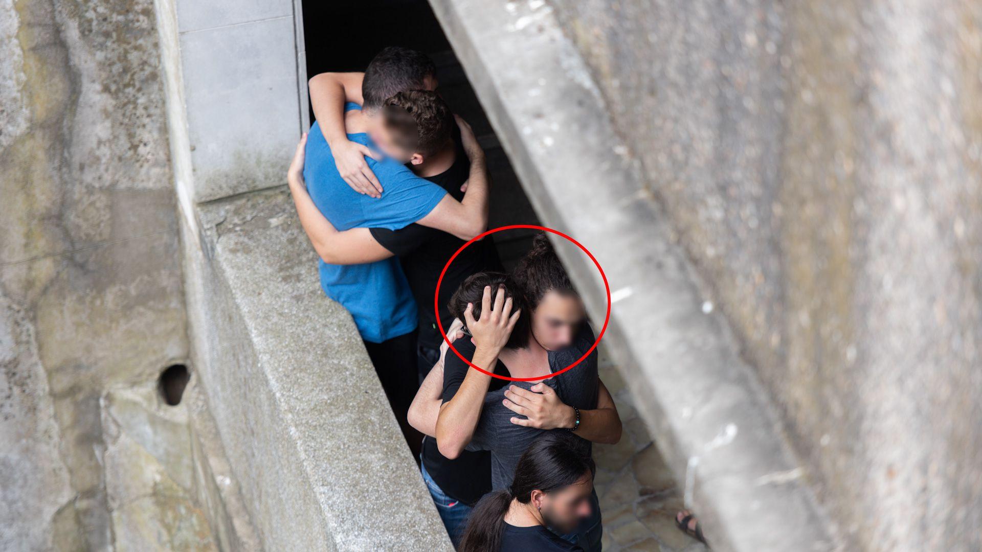 El joven de espaldas, dentro del círculo es T.D. el amigo de Fernando Báez que intentó defender a la víctima y también recibió una paliza entre dos autos por parte de los rugbiers