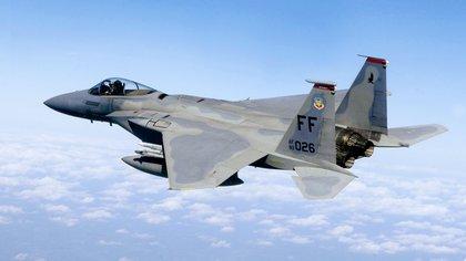 Un cazabombardero F-15 de la Fuerza Aérea estadounidense (U.S. Air Force/Staff Sgt. Samuel Rogers/Archivo)