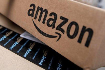Foto de archivo. Cajas de Amazon apiladas para su entrega en Nueva York. 29 de enero de 2016. REUTERS/Mike Segar