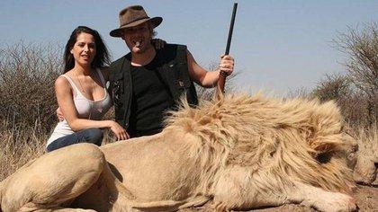 Victoria Vannucci y Matías Garfunkel, tras cazar un león
