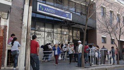 La Anses pagará a partir de diciembre un aumento de jubilaciones del 8,74%
