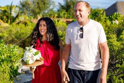 En 2018 la pareja refrendó su amor en la Polinesia Francesa (Foto: Instagram @salmahayek)