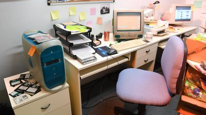 Diskettes y escritorios mirando a la pared, otro clásico del Mercado Libre inicial (Maximiliano Luna)
