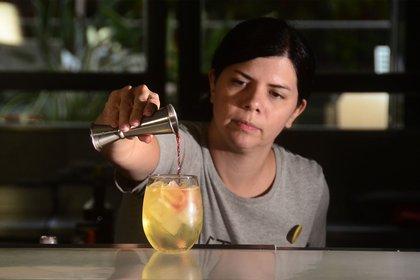 Brenda Vázquez empezando el trago