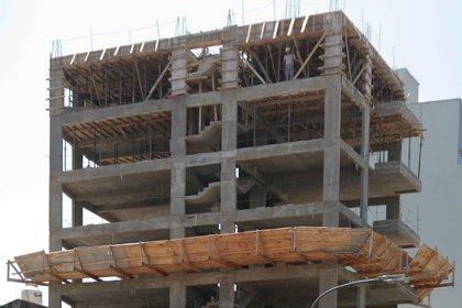 Vista de un edificio en construcción en Buenos Aires