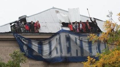Los presos se amotinaron en Devoto para presionar por excarcelaciones ante la pandemia (Adrián Escandar)