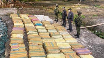 Incautación cargamento marihuana 'crrepy' en la Amazonía colombiana Crédito: Ejército de Colombia