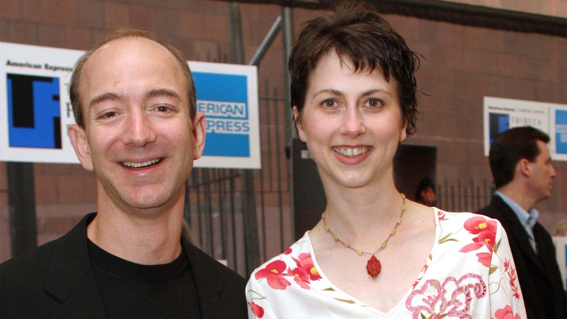 Jeff Bezos y Mackenzie Tuttle estudiaron en Princeton, pero se conocieron recién cuando trabajaban juntos en un fondo de inversiones en Nueva York (Getty)