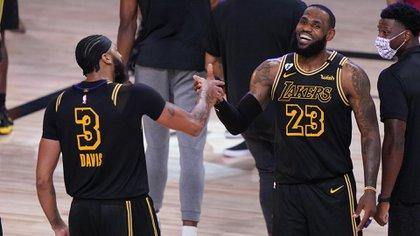 LeBron James y Antonhy Davis, la temible dupla de los Lakers para buscar el título número 17 de la franquicia (AP Photo/Mark J. Terrill)