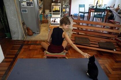 Es importante tratar de mantener las rutinas diarias a las que las mascotas están acostumbradas y dejarles espacios tranquilos y sin perturbaciones.( REUTERS/Pilar Olivares)
