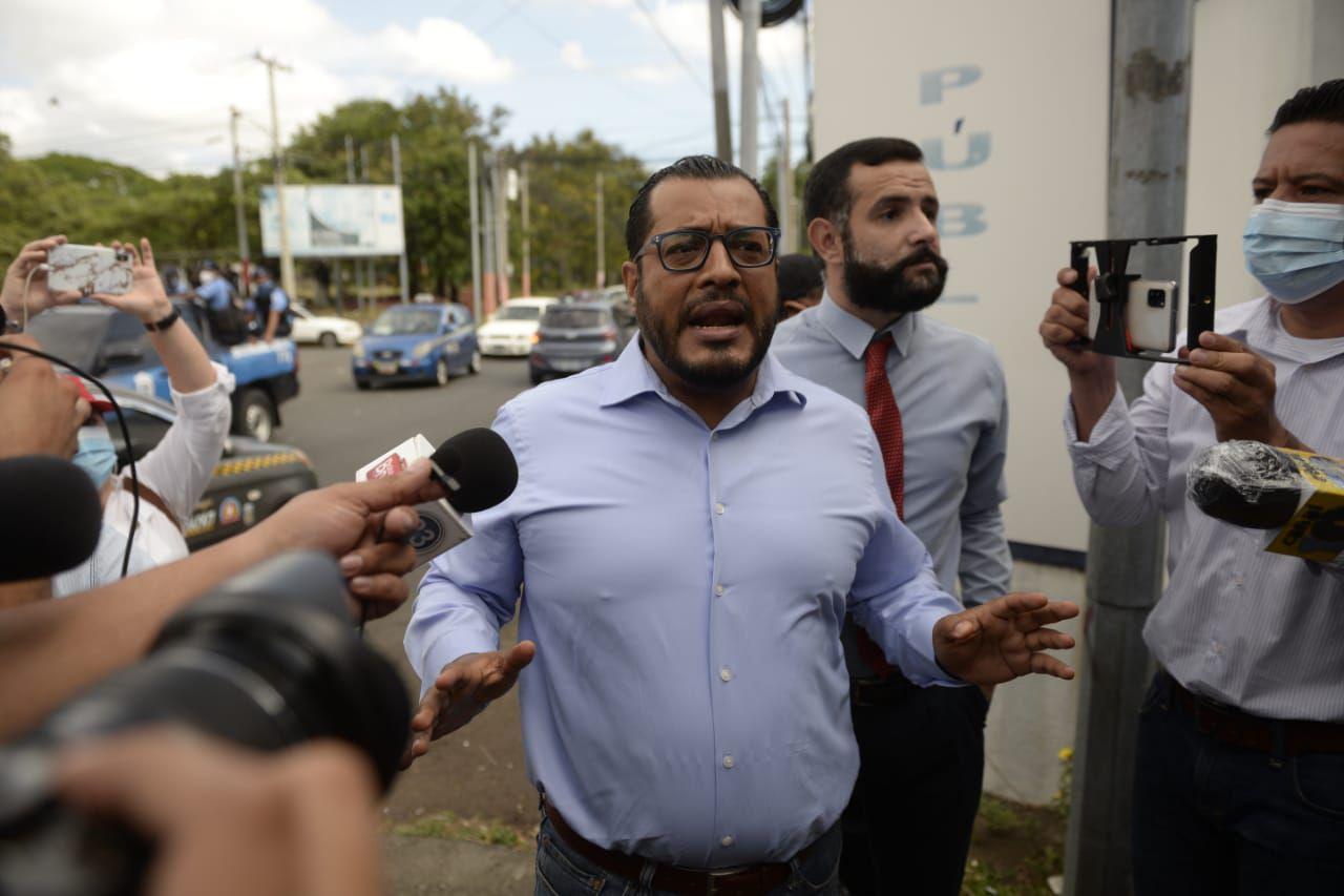 Cuatro de los principales candidatos opositores han sido apresados y acusados por el régimen de Daniel Ortega. En la gráfica, Félix Maradiaga, al centro, poco antes de su detención.