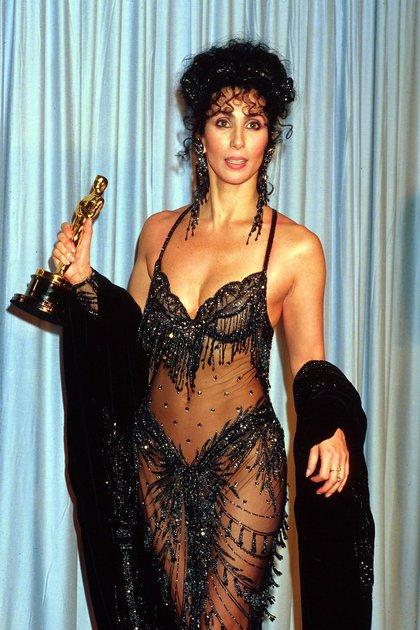 Cherk, su Oscar y un atuendo que causó sensación en 1988 (Crédito: Shutterstock)