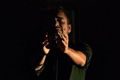 En un acto donde participó Rubén Albarrán, vocalista de la banda musical mexicana Café Tacvba, la comunidad organizó la liberación de 720 tortugas. Albarrán reconoció el esfuerzo de la población indígena, también conocida como comcaac, por cuidad y preservar la especie (Foto: Archivo)