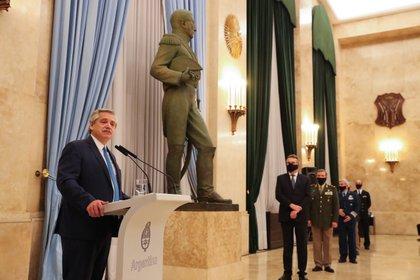 Alberto Fernández salió especialmente de la Quinta de Olivos para encabezar el acto en el Edificio Libertador