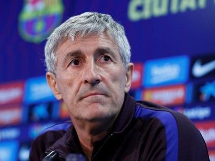 Quique Setién está en el centro de las críticas por el juego del Barcelona (Reuters)