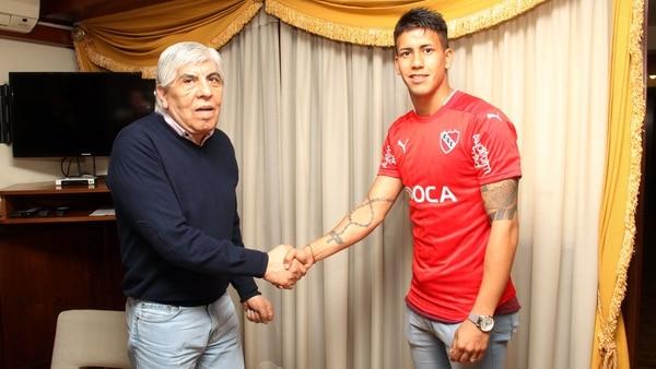 Hugo Moyano con Maxi Mezza. La Justicia investiga las incorporaciones del líder camionero