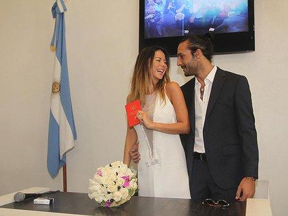 Karina Jelinek y Leo Fariña se casaron por civil en el registro de la calle Coronel Diaz (Foto: Teleshow.com / Verónica Guerman)