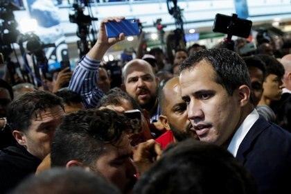 Guaidó en el aeropuerto de Maiquetia, tras regresar a Venezuela este martes (REUTERS/Manaure Quintero)