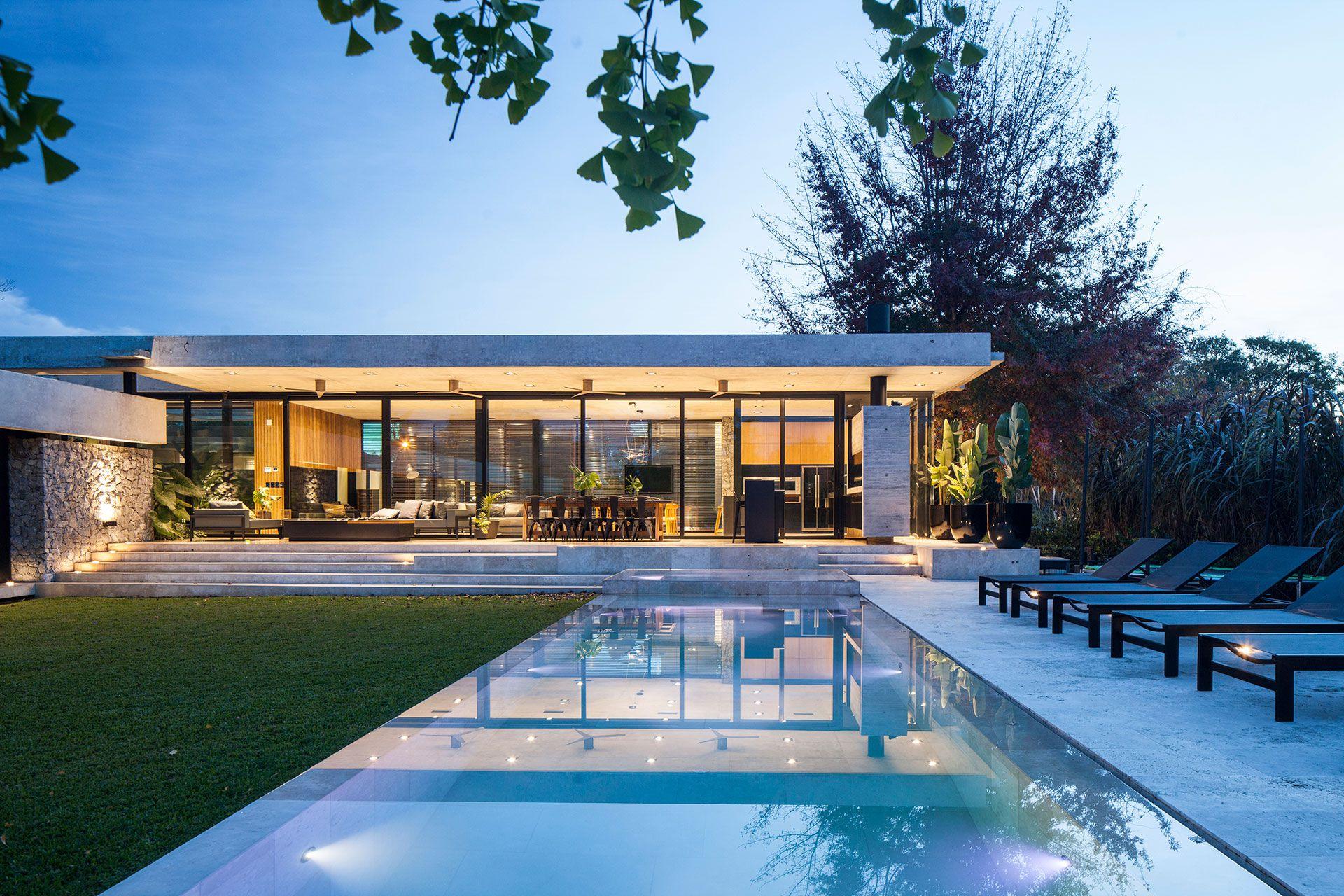 """La arquitecta Jorgelina Tortorici explicó: """"Antes, la piscina era un elemento aislado, sin demasiado conexión con las decisiones de arquitectura. Se realizaba un proyecto de vivienda, y luego se adicionaba una piscina. Actualmente, se considera dentro de los requerimientos iniciales de una obra"""" (Foto: Alejandro Peral)"""