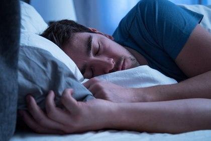 ILUSTRACIÓN - Siete a ocho horas de sueño son las recomendables para mantener en buen estado al cuerpo y la mente. Foto: Christin Klose/dpa