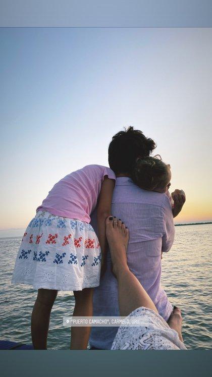 La romántica postal que compartió la China desde Carmelo, donde pasa unos días junto a Vicuña y sus hijas, Magnolia y Rufina (Foto: Instagram)
