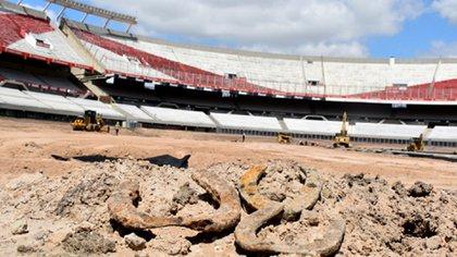 Las herraduras que se encontraron durante las reformas en el Monumental (Gentileza cariverplate.com.ar)