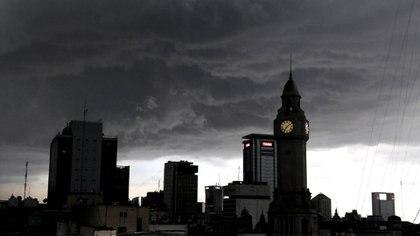 El Servicio Meteorológico Nacional emitió una alerta por tormentas fuertes (DyN)