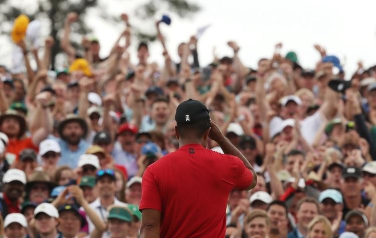 El público se volcó masivamente del lado de Woods en el final del Masters y celebró su retorno (REUTERS/Jonathan Ernst)