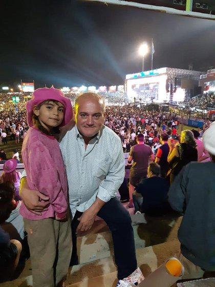Mario Roberto Romero y su nieta, Tiziana