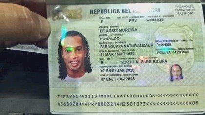 El pasaporte apócrifo con el que entró Ronaldinho a Paraguay