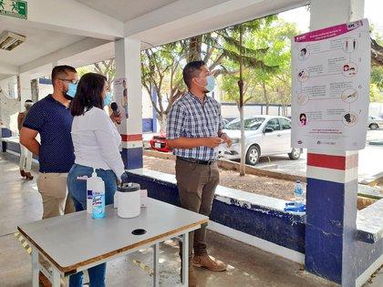 Gel antibacterial y toallas desinfectante son algunos de los implementos (Foto: Twitter @INE_Chiapas)